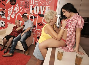 Lesbian Foursome Porn Pictures